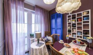 Классическая кухня 10 кв м с синими ставнями. Проект из «Квартирного вопроса»
