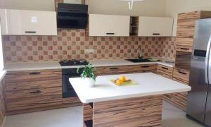 Современный дизайн кухни с небольшим островом