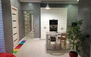 Просторная светлая кухня 29 кв. м. в частном доме