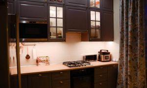 Уютная серая кухня в Сталинке площадью 10 кв.м