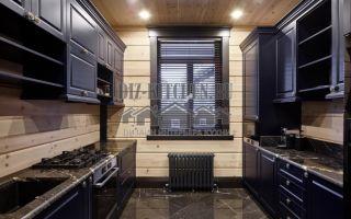 Неоклассическая синяя кухня с параллельными секциями