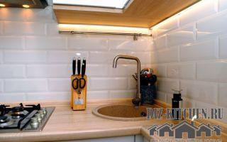 Дизайн кухни в белом глянце на площади 5 кв. м. в «хрущевке»