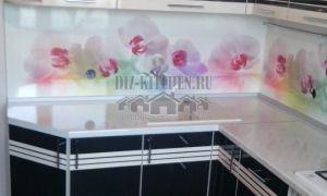 Бюджетная кухня в полоску с панелями Albico