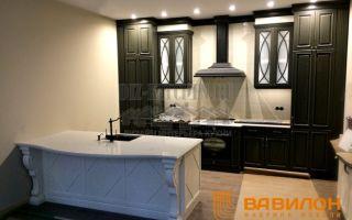 Классическая авторская черно-белая кухня площадью 14 м<sup>2</sup>