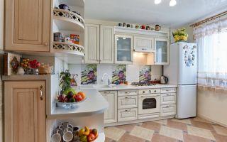 Светлый дизайнерский проект кухни под дерево из МДФ