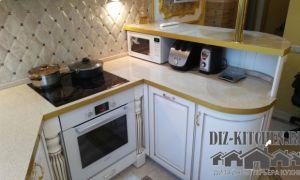 Белая кухня с позолотой в классическом стиле из массива ольхи