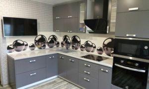 Дизайн современной серой кухни площадью 12 кв.м