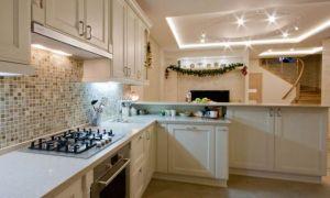 Дизайн большой классической кухни с молочными фасадами в Рязани