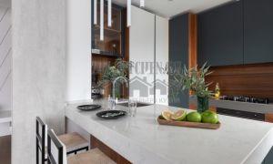 Современная кухня, совмещенная с гостиной, площадью 28 м<sup>2</sup>
