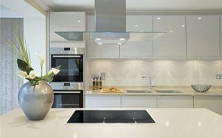 Белые кухни: фото в дизайне интерьера, правила сочетания цветов