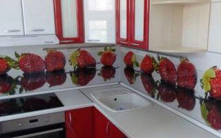 Красно-белая угловая кухня из МДФ в Новосибирске. Плюсы и минусы проекта