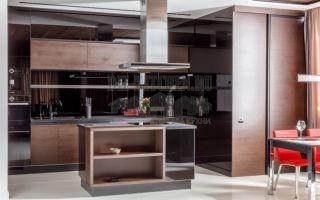 Современная кухня 30 м<sup>2</sup>, сочетание шпона венге и черного стекла