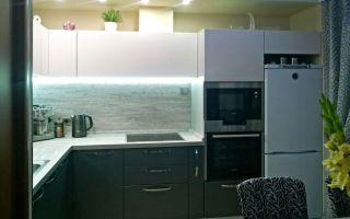 Современная кухня-гостиная 20 кв.м с диваном в Сургуте