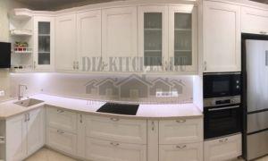Белая неоклассическая кухня c фасадами Скале из коллекции ALLEANZA