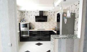 Дизайн угловой черно-белой кухни 8 кв.м, совмещенной с гостиной