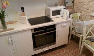Бюджетный ремонт и дизайн белой кухни 9 кв.м в однокомнатной квартире