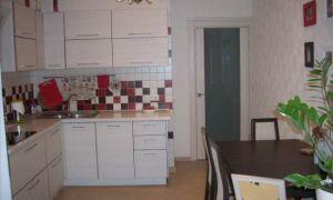 Объединение кухни 11,3 кв. м с балконом. Теперь вместо балкона — мини офис и диван