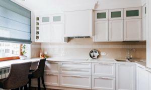 Современный классический дизайн кухни 10 кв.м со столом-подоконником