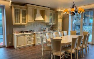 Классическая двухрядная кухня Лада на площади 30 м<sup>2</sup> в частном доме