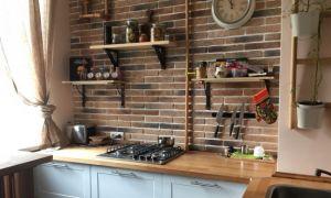 Дизайн 5-метровой кухни без верхних шкафов, но с посудомойкой