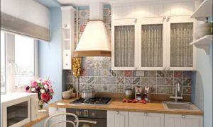 Дизайн маленькой белой кухни с холодильником в хрущевке 28 м