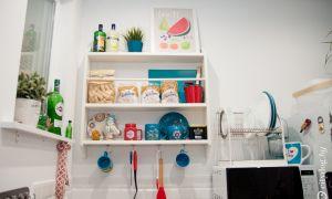 5-метровая без верхних шкафов светлая кухня