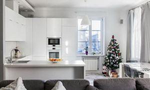 Дизайн белой кухни-гостиной в стиле минимализм. П-образный гарнитур