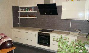 Современная белая кухня без верха