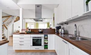 Освещение и интерьер кухни в скандинавском стиле. Планировка с прямой и угловой мебелью