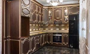 Роскошная кухня по индивидуальному проекту в стиле барокко площадью 15 кв. м