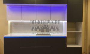 Современная кухня с трехуровневой подсветкой на площади 9 кв. м