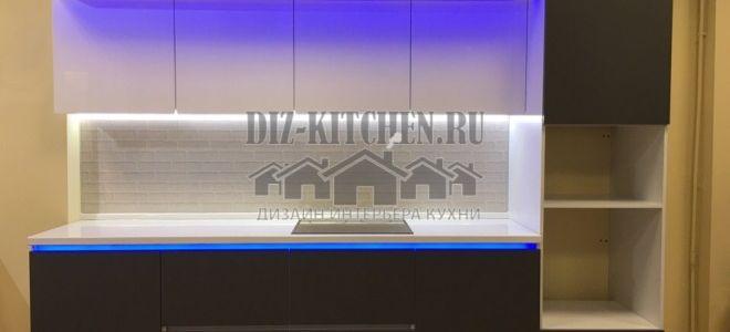 Современная кухня с трехуровневой подсветкой на площади 10 кв. м