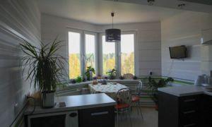 Черно-зеленая кухня 12 кв.м с эркером
