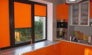 Рулонные шторы как элемент декорации окна кухни. Как правильно выбрать рольшторы? Какие минусы ролет? Обзор и фото