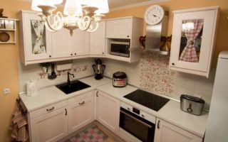 Дизайн белой кухни в стиле прованс площадью 10 кв.м