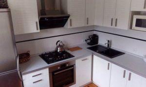 """Дизайн угловой белой кухни """"ЗОВ"""" на 8 кв.м"""