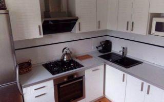 """Дизайн угловой белой кухни """"ЗОВ"""" на 8 м<sup>2</sup>"""