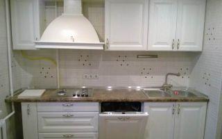 Белая прямая кухня из массива ясеня
