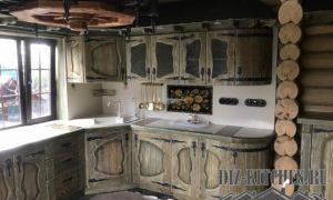 Угловая кухня из массива под старину по индивидуальному проекту