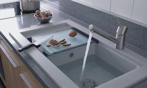 Раковины для кухни, встраиваемые в столешницу: обзор материалов, монтаж, советы специалистов