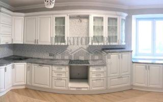 Белая неоклассическая кухня в загородном доме