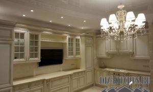 Белая кухня из массива ясеня в классическом стиле