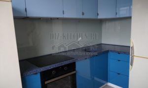 Угловая синяя глянцевая кухня 6 кв. м с фасадами из МДФ
