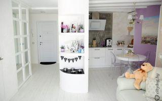 Белая кухня совмещенной с гостиной 8 кв.м  в стиле прованс