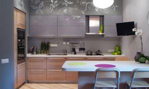 На какой высоте вешать телевизор на кухне?