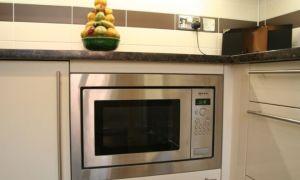 Микроволновку в маленькой кухне: куда лучше поставить (фото)