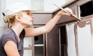Покраска мебельных фасадов кухни МДФ: виды красок и лаков, технология нанесения