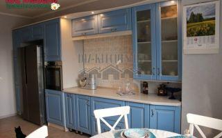 Голубая классическая кухня из МДФ с патиной