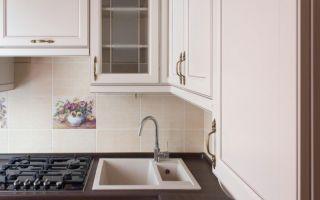 Классический дизайн маленькой кухни с газовой колонкой