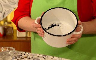 Как правильно очистить пригоревшую эмалированную кастрюлю от нагара?